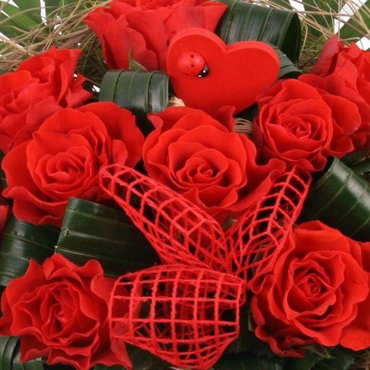 blumenstrau zu valentin rote rosen zu valentin online deutschlandweit versenden mit www. Black Bedroom Furniture Sets. Home Design Ideas