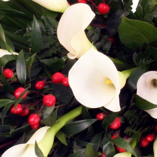 7ffaecab6392fc Trauerstrauß / Grabstrauß –Trauer-Blumen online verschicken auf  www.blumenfee.de