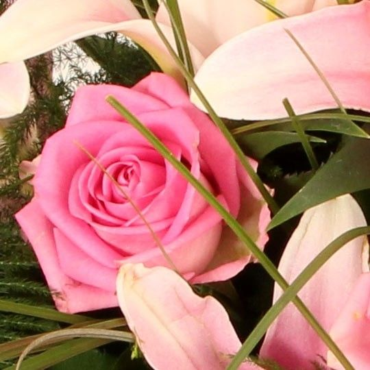 trauerstrau grabstrau mit lilien und rosen online versenden 24h lieferung d weit. Black Bedroom Furniture Sets. Home Design Ideas