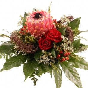 Premium Exoten-Blumenstrauß Apart - Protea und Rosen online verschicken.