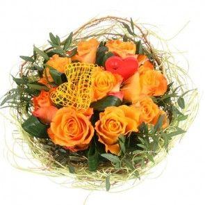 Rosenstrauß mit orangen Rosen, gelber Schleife und Deko-Herz online verschicken mit Blumenfee - dem Blumenversand.