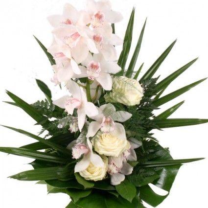 Weiße Orchideen-Rispe mit 3 weißen Rosen - online versenden auf www.blumenfee.de