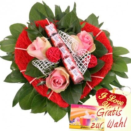 Blumen-Herz in Rosa zum Frauentag - Rosen hübsch kombiniert mit Schokolade - online bestellen bei Blumenfee