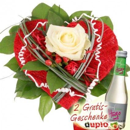 Rosenstrauß mit Herz zum Muttertag / Valentinstag online verschicken - gut und günstig mit Blumenfee - dem Blumenversand