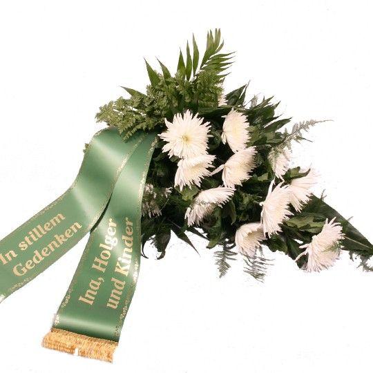 Angebot der Woche Trauerstrauß mit weißen Chrysanthemen mit Trauerschleife