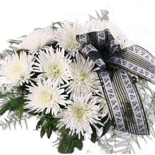 10 weiße Deko Federchrsysanthemen mit Schleife Trauerflor