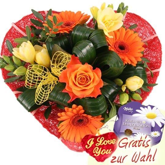 Blüten Herz aus Freesien, Gerbera und Rosen